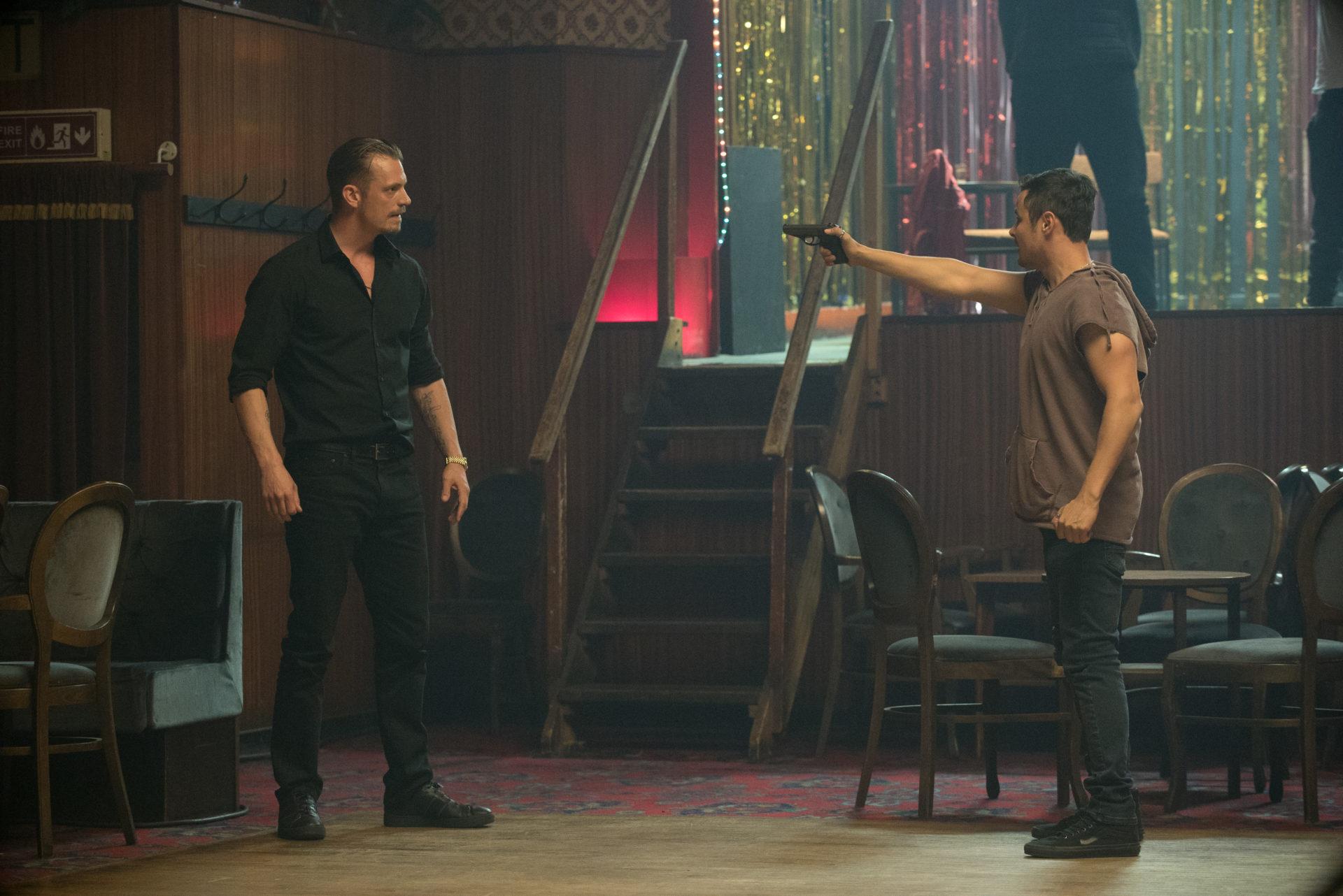 《無間行動》喬爾金納曼為戲與重刑犯同住 親身上陣動作戲差點窒息死亡
