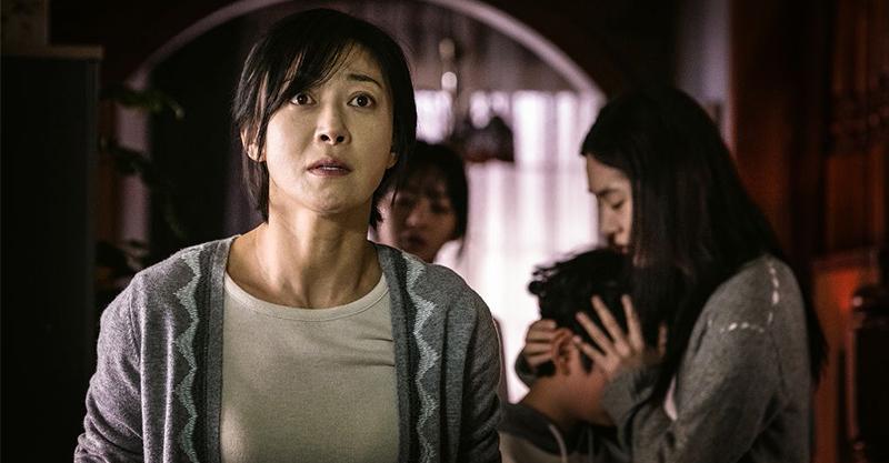 《變身》成東鎰稱拍攝現場「死傷慘重」 韓國觀眾直呼驚悚到該包尿布來看!