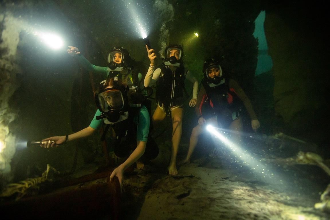 《絕鯊47:猛鯊出籠》新品種巨鯊竟藏地下古墓 深海馬雅古城真實存在!