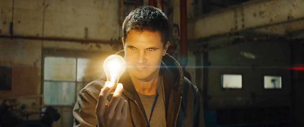 《8級警戒》讓《玩命關頭》「韓哥」起死回生改拿槍 綠箭俠X閃電俠因劇本出馬集資拍攝
