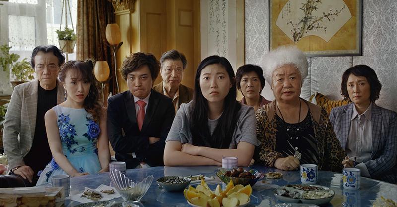 《別告訴她》美國上映首日票房打敗《復仇者聯盟4》 帶出東方家庭思考模式深人省思