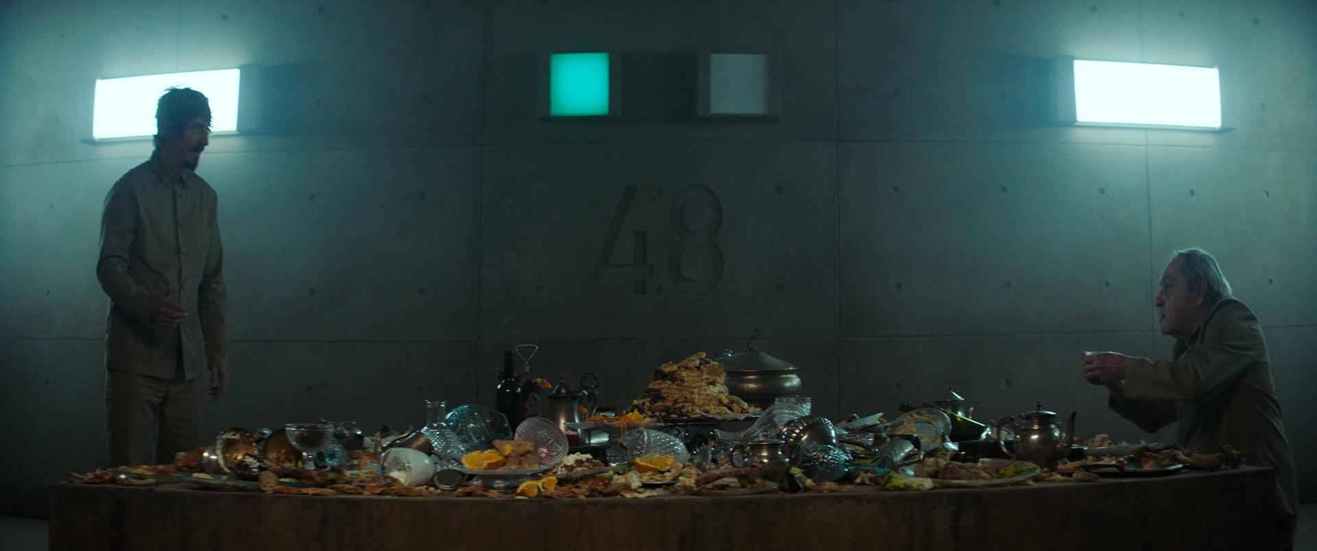 《絕命大平台》上下層階級殺很大 震撼上演「人吃人」戲碼
