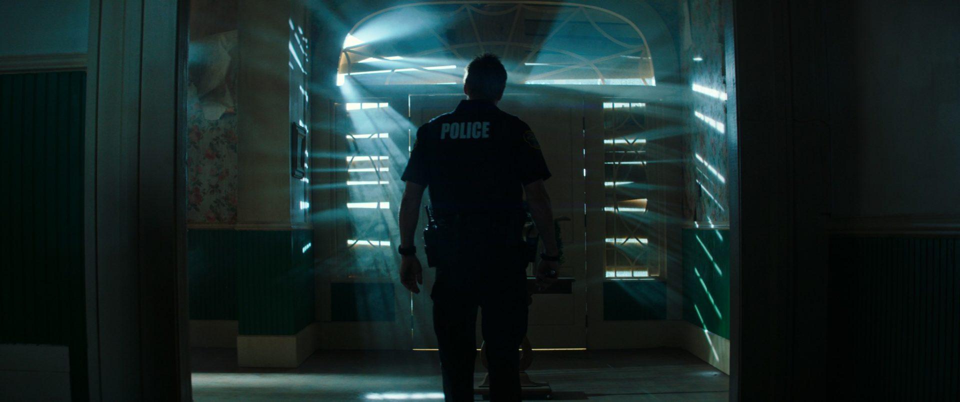 亞倫艾克哈特敬業為《絕命直播》受特種警察訓練一年 接棒基努李維槍擊特訓、肉身撞車掛彩