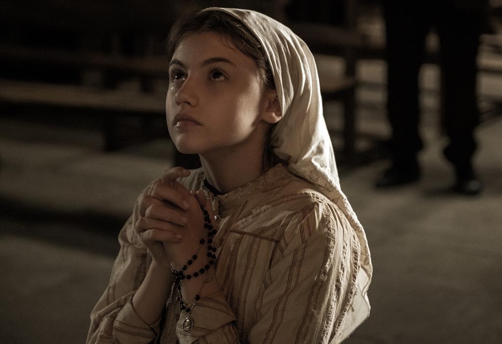 《法蒂瑪的奇蹟》啟發自1917年葡萄牙真實事蹟 少女跪膝膜拜驚見「聖母顯靈」重病母親奇蹟痊癒