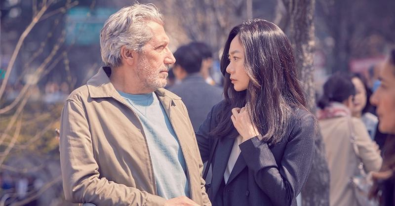 《緣來想見妳》裴斗娜撂法文變身「網戀負心女」 導演為她量身打造劇本:「她有200張面孔」