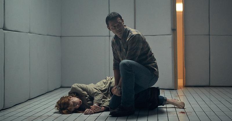 《監禁100呎》駭人呈現密室囚禁 「行走賀爾蒙」路克伊凡斯黑暗演技大爆發