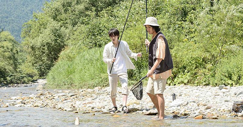 《影裏》綾野剛與松田龍平戲裡戲外發展超友誼關係 笑稱尋求大自然療癒失敗反遭傷害