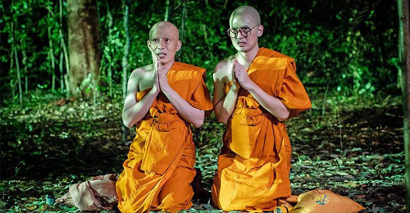 《淒厲人僧》泰國人氣網紅遭「神秘視線」緊盯 拉繩索穿越公墓嚇到雙腿發軟:「我邊走邊道歉」