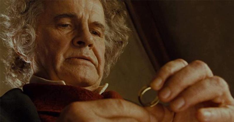 開啟魔戒史詩的知名人物-飾演「年邁比爾博巴金斯」的伊恩霍姆爵士去世