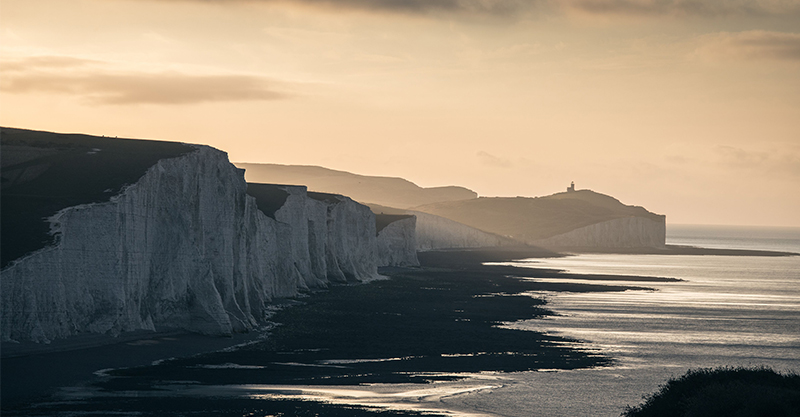 《戀夏時光》取景最美世界盡頭 絕美「七姐妹斷崖」《007》、《哈利波特》和周興哲都去過