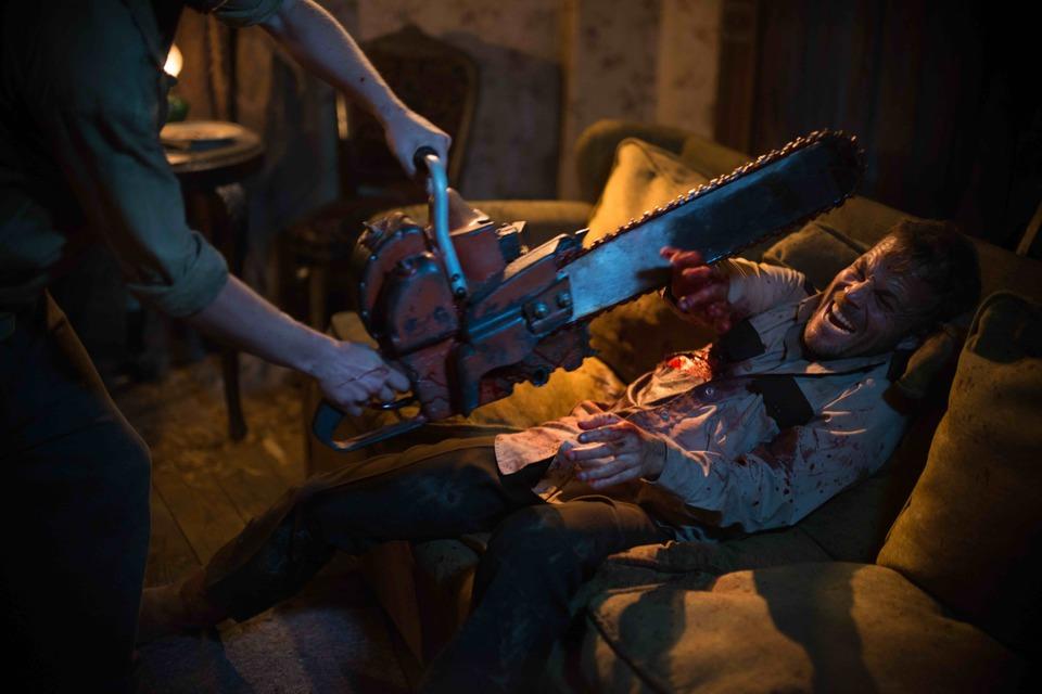 《德州電鋸殺人狂前傳:皮面人》揭開「皮面人」成魔之路 致敬已逝原著導演再創血腥高峰