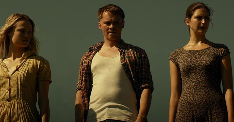 《德州電鋸殺人狂前傳:皮面人》揭開影史最駭人角色成魔之路 美國屠夫將屍體做成「人皮服、乳房背心」