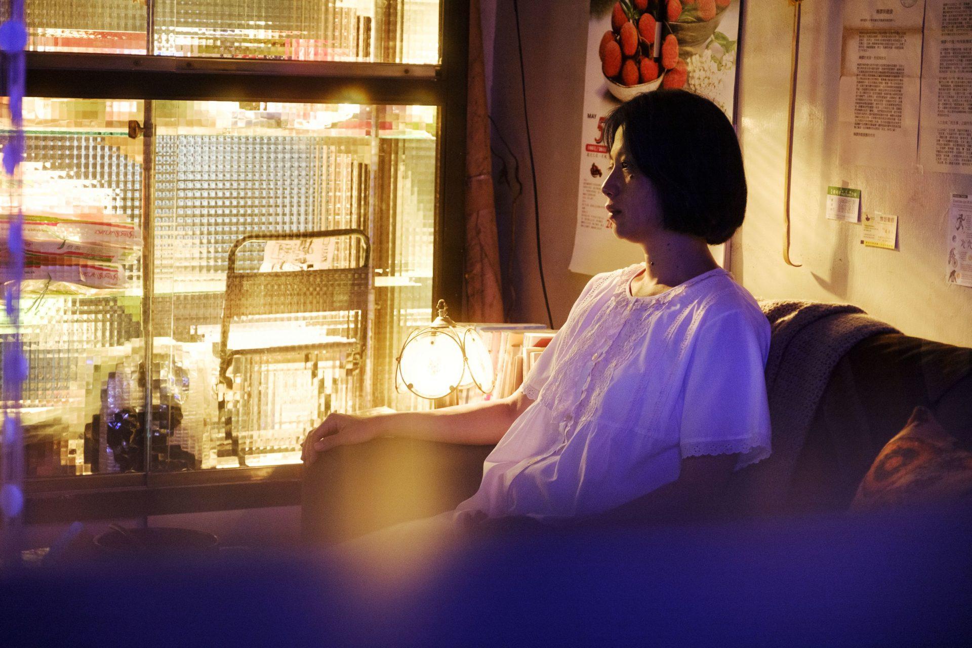 《親愛的殺手》鄭人碩不怕15歲鴻溝 露MAN肌裸抱邱偲琹大談激情虐戀