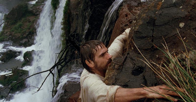 坎城金棕櫚獎史詩鉅作《教會》重返大銀幕 影帝傑瑞米艾朗徒手爬瀑布來真的