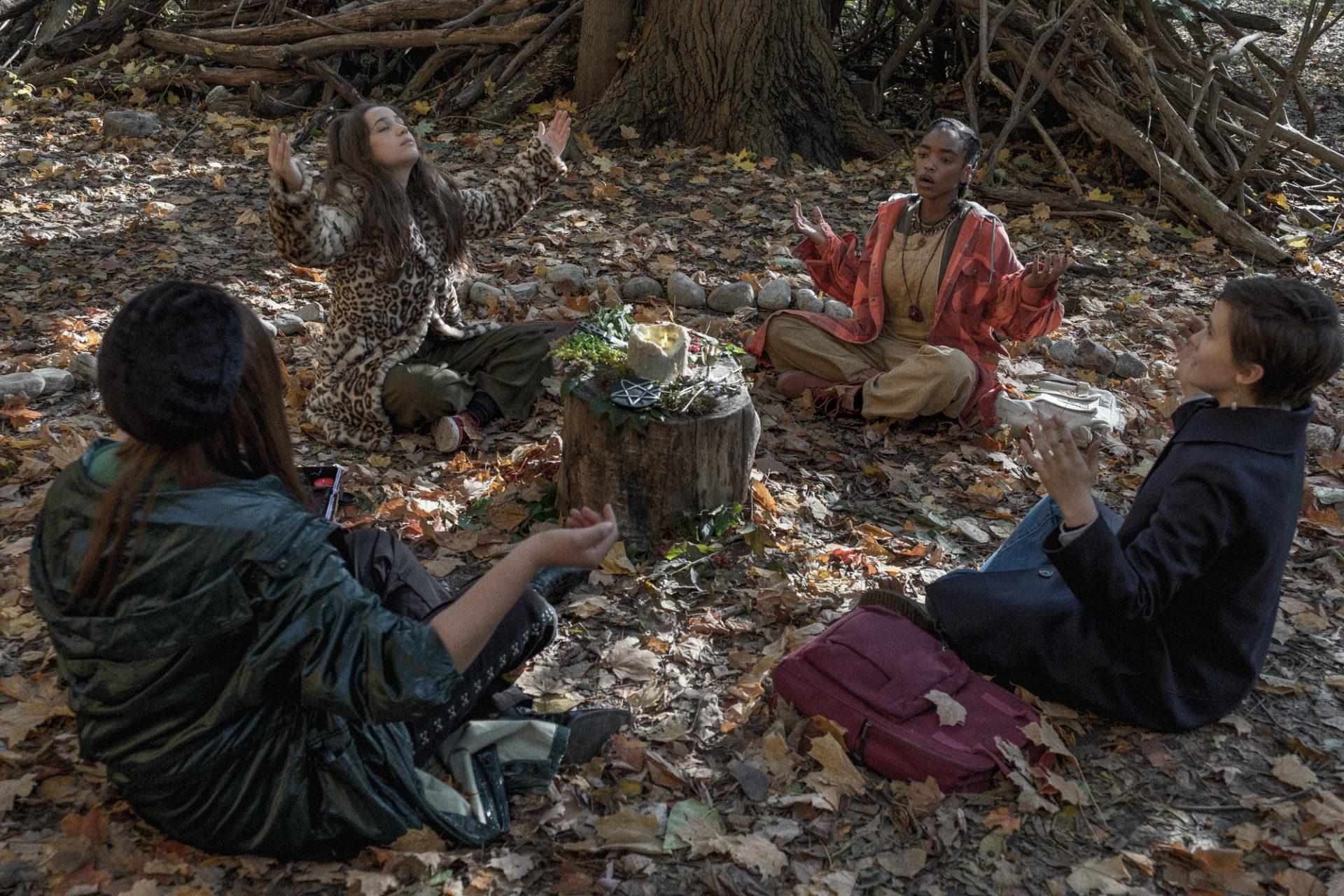 恐怖片招牌布倫屋全新驚悚力作 今年萬聖唯一好萊塢恐怖新片《入魔》女巫片場施法避邪