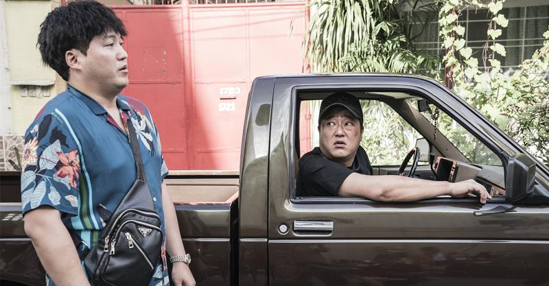 《刑警沒有假期》空降韓票房冠網:今年最好笑電影 李敏鎬的捲毛大叔與真受刑人對戲怕爆