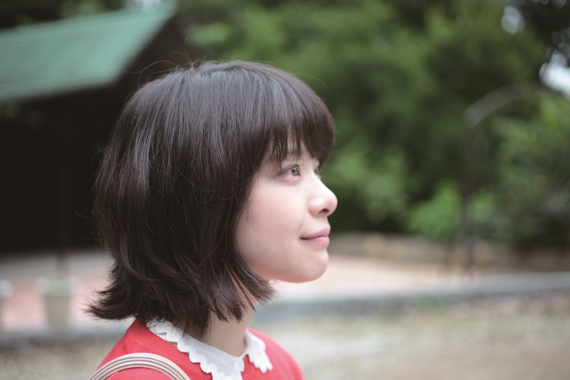 《愛情是什麼》小資女竟為成田凌被炒魷魚!「老司機」成田凌自行加戲親餵女主角番茄醬