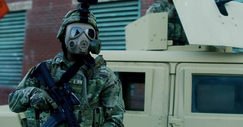 《末世戰疫:鳴鳥檔案》麥可貝擔任監製太投入 導演讚:當《變形金剛》在拍!