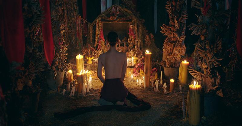 《養鬼人》解密泰國至今現存「女巫」信仰「處女獻祭」傳統 未成年少女奉命令裸躺神壇