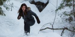 《冰峰追緝》愛子遭綁架!「格鬥女神」吉娜卡拉殺紅眼扭打畫面超性感