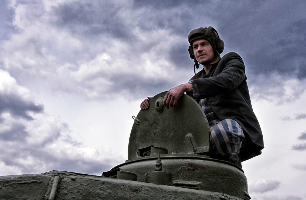 坦克版《玩命關頭》!網友讚此生必看年度神片《T-34:玩命坦克》打破俄羅斯影史票房