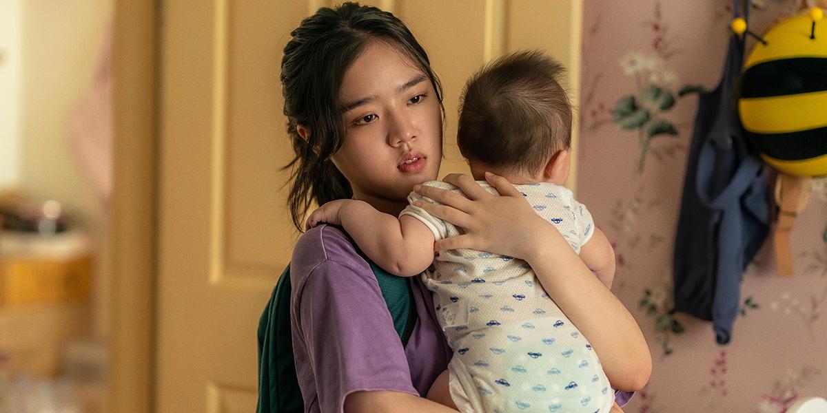 金香起《孩子別哭》扮少女保母 片場「冷漠」卻魅力十足導演演員樂當超級粉絲