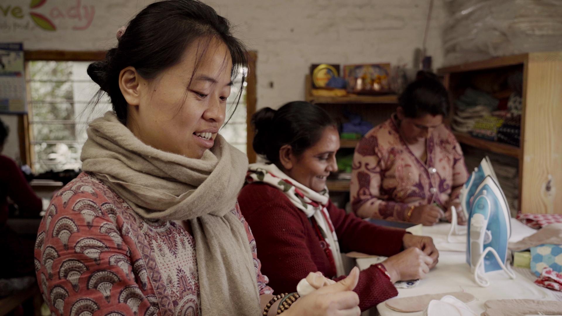 台灣的她用「布衛生棉」改變當地婦女命運 《尼泊爾布思議》掀起月經革命