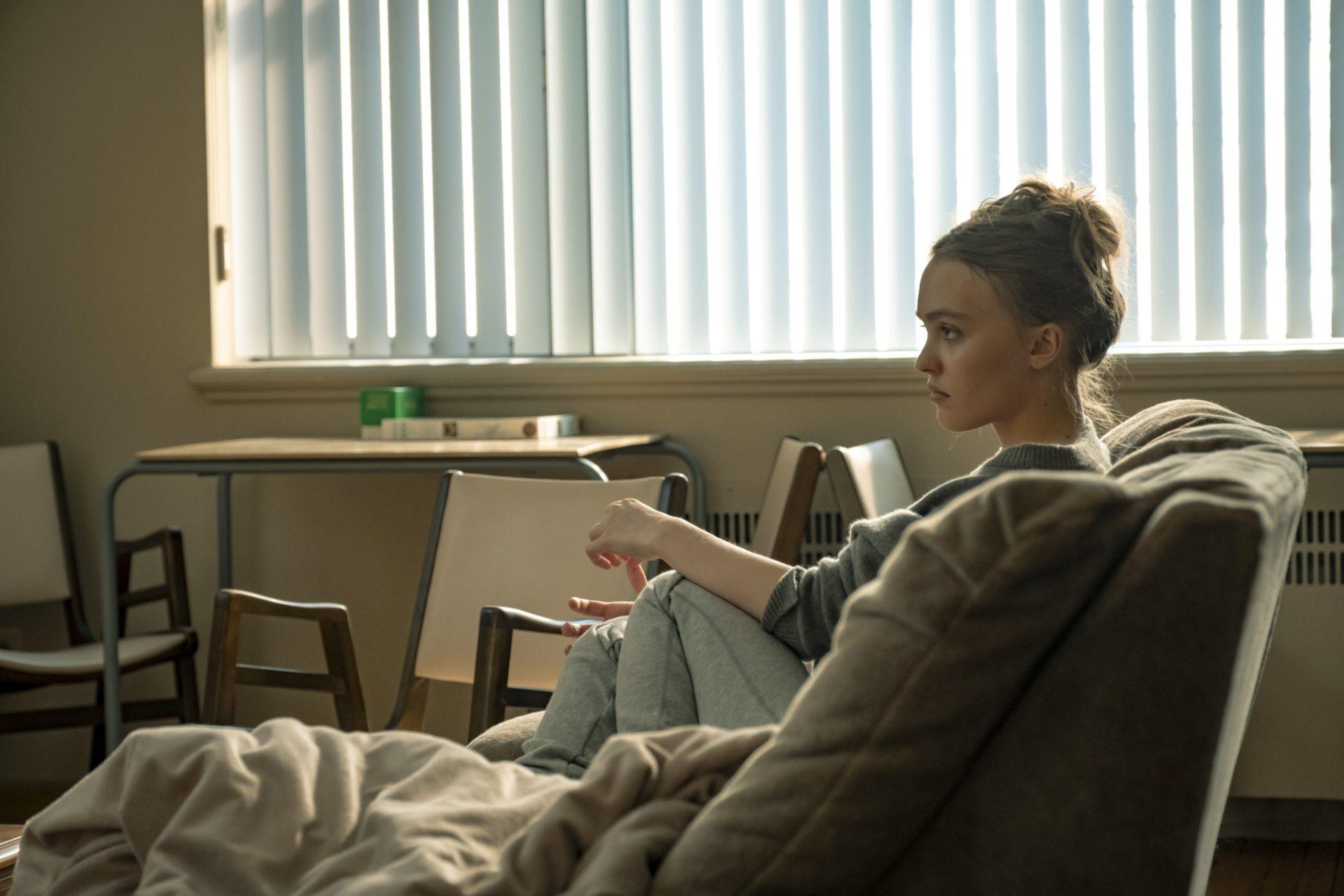 《藥命交錯》強尼戴普女兒莉莉蘿絲戴普變毒蟲 父溫暖喊話:我是她一輩子的後盾