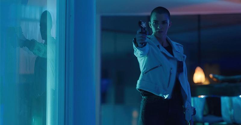 《惡夜殺神》露比蘿絲為救愛女她不惜一切化身「最強媽媽」 片場變小粉絲央求摩根費里曼替她錄來電答鈴!