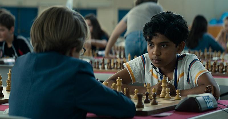 真實版《后翼棄兵》!《逆轉棋蹟》孟加拉8歲男童跨越8千公里 只為實現「棋盤冠軍夢」