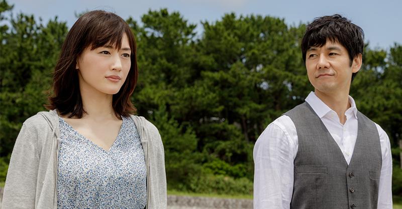 《電影版 嬌妻出沒注意》綾瀨遙 X 西島秀俊上演夫婦相愛相殺 特務嬌妻被日網票選幹掉「另一位國民老婆」