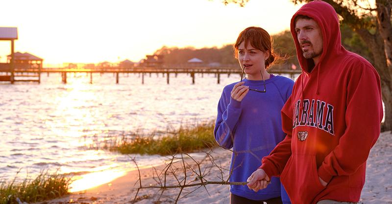 《友你真好》達珂塔強森破格演出癌末妻母 力讚凱西艾佛列克:孤單中散發溫暖光芒