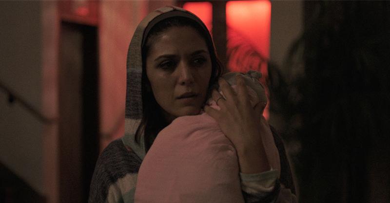 《哭泣的女人》團隊新作《靈異詭店》入住「414號房」成恐怖夢魘 外媒盛讚:「宛如《鬼店》翻版!」
