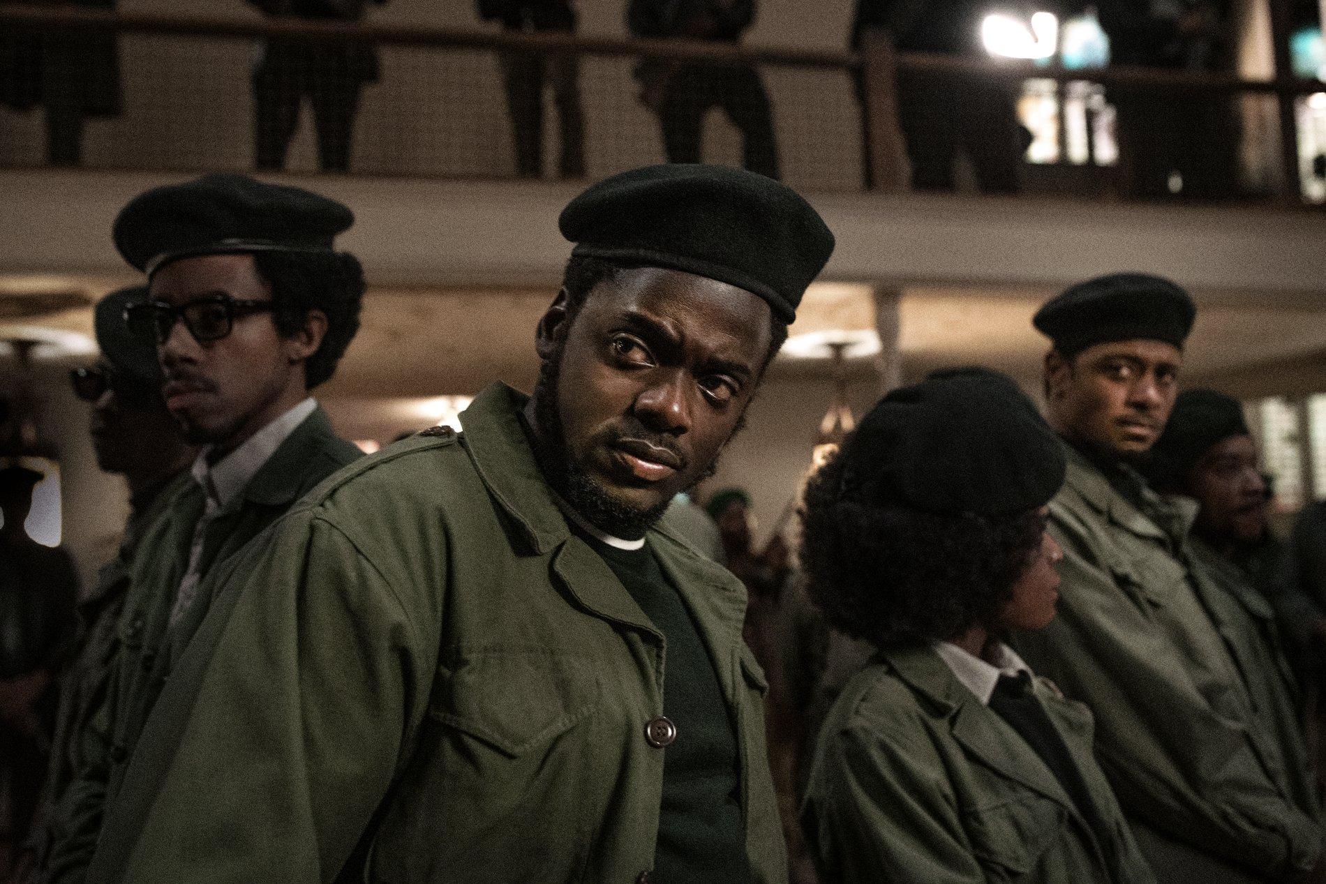 《猶大與黑色彌賽亞》真人真事啟發劃時代革命 讚頌美國黑豹黨光榮事蹟